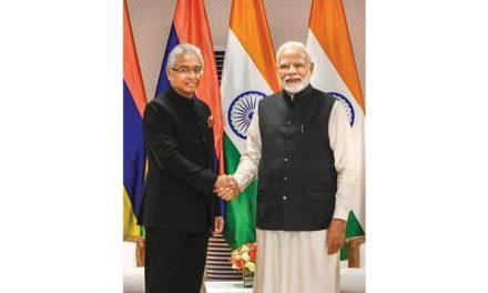 India & Mauritius discuss bilateral ties