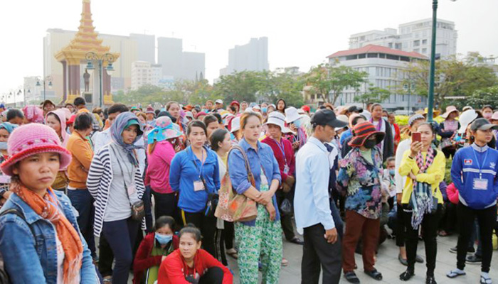 GMAC calls for halt to union negotiations
